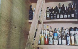 scala in legno drink food